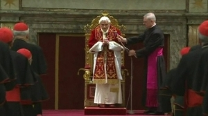 Pope Benedict bids farewell to cardinals